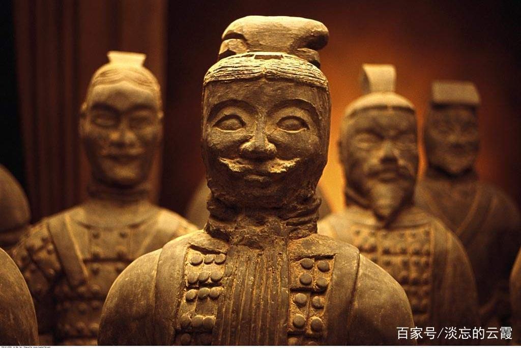 秦始皇陵兵马俑是用真人烧制的?一尊开裂的兵马俑揭示了这个谜!