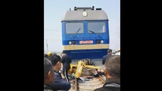 悲剧!安徽一列火车与三轮车相撞!四人当场死亡……