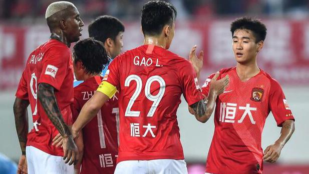 不利!广州恒大关键阶段禁赛韦世豪,与上赛季一点极为相似!