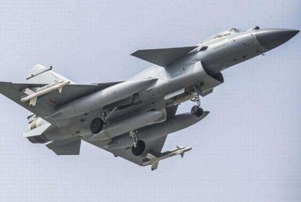 2640架飞机同时参战!中国空军战力令国人鼓掌,白宫摇头:不可能