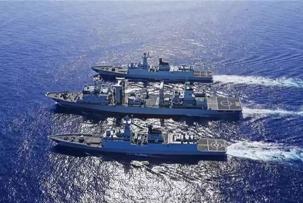 """中国""""第2海军""""紧跟美舰,捞起10个机器人,美舰长看了叹息不止"""