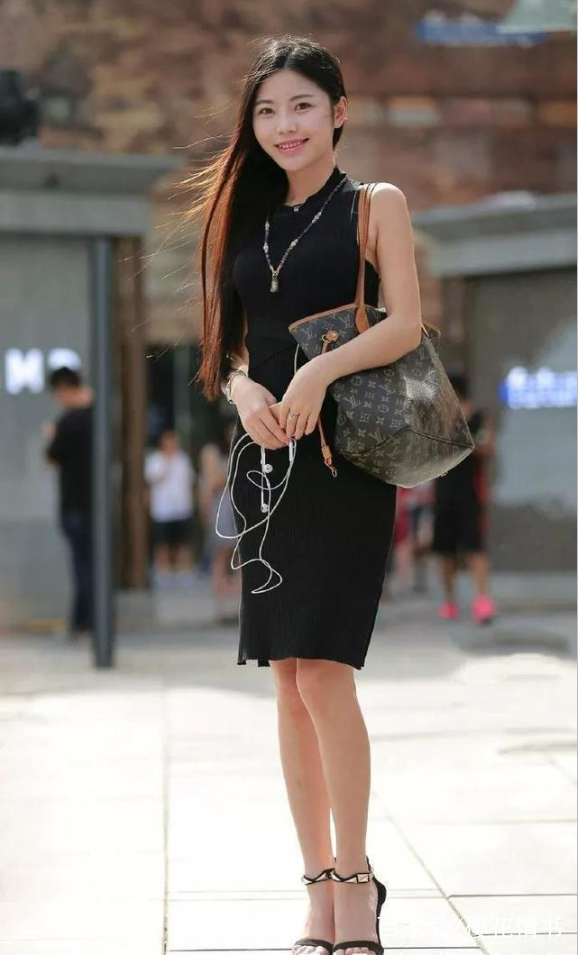 长发配裙装和高跟鞋,优雅气质十足!图片