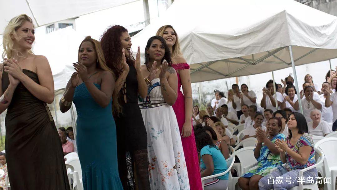 巴西女子监狱办选美比赛,女囚犯集体走t台,身材颜值不