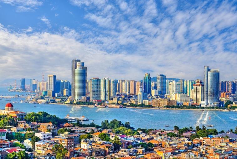 """中国""""唯一""""一条通往大海的商业街,游客网红打卡地,年轻人最爱"""