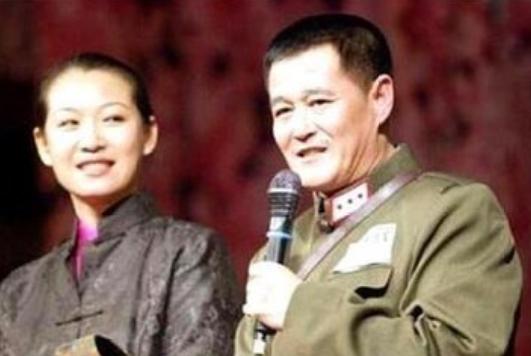赵本山现任妻子罕见出镜,年过五旬开800万豪车惊艳众人!