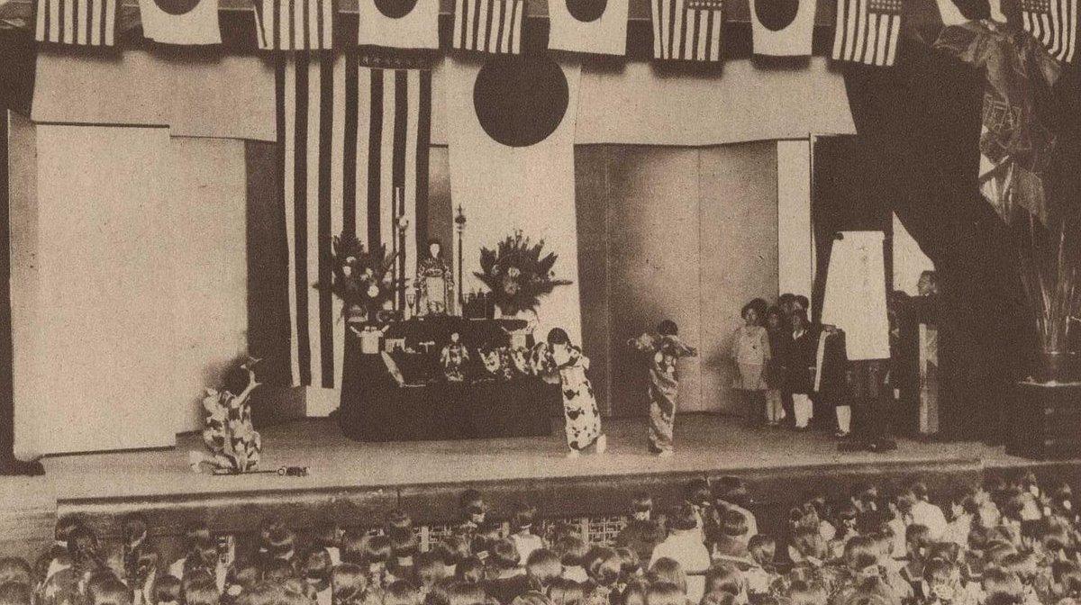 日本老照片:1927年日美友好大会鸣锣开场,1971年女孩热裤很时尚