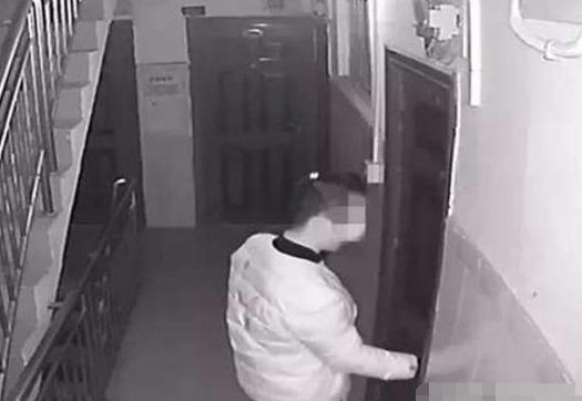 女子遭入室抢劫,被按倒在床脱光衣服,歹徒:只想借住一晚!