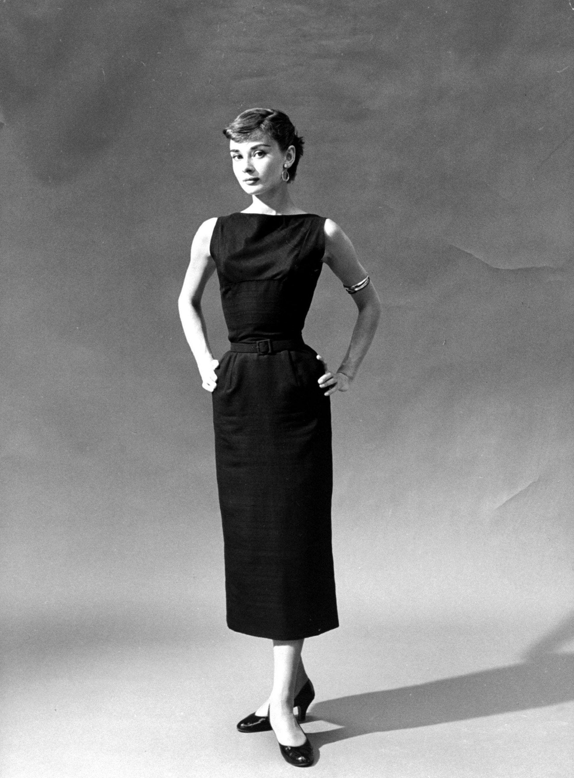 大成舞衣子电影_奥黛丽·赫本应该是穿小黑裙最优雅的女明星吧