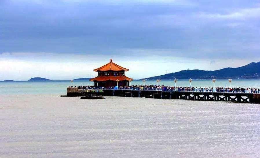 青岛旅游攻略,第一天游览美丽的沿海风景