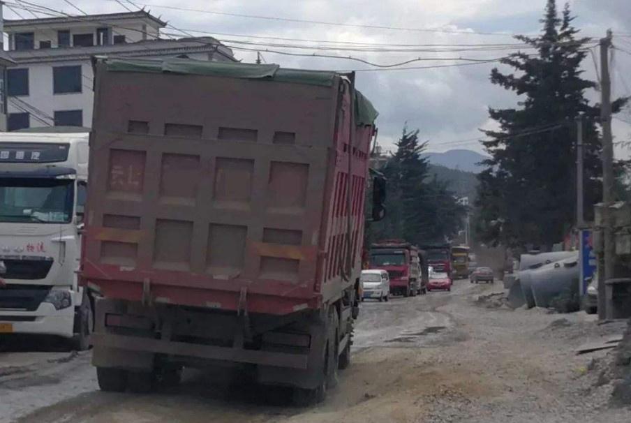 河南固始县突发车祸:公交车与货车相撞,已造成4死15伤