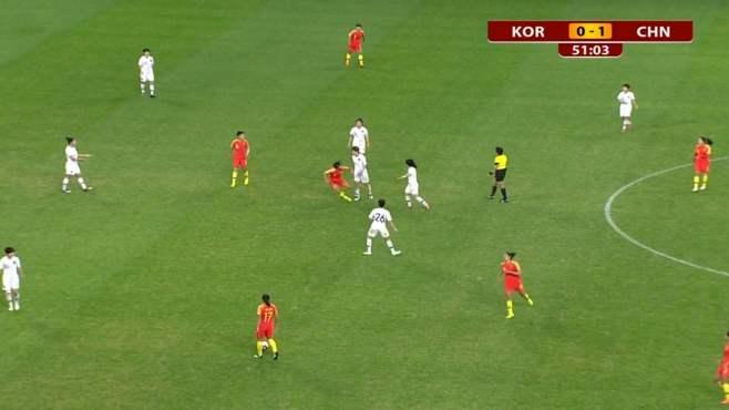韩国输中国输上火了?王霜倒地遭韩国女足黑脚 巴黎球迷都不服了