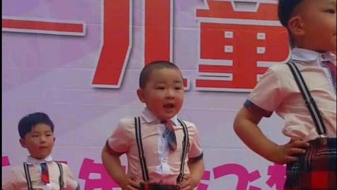 可爱小胖胖爱跳舞