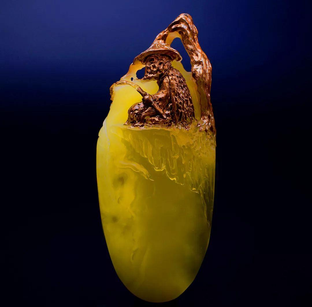 琥珀雕刻大师胡庭峰雕刻作品:《姜太公钓鱼》
