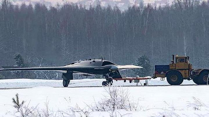 最大时速超1000公里,俄军又曝光一款隐身战机,与中国天鹰神似