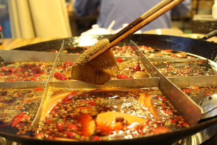 重庆火锅VS成都火锅,差距不是一般的大,你最喜欢吃哪一种呢?