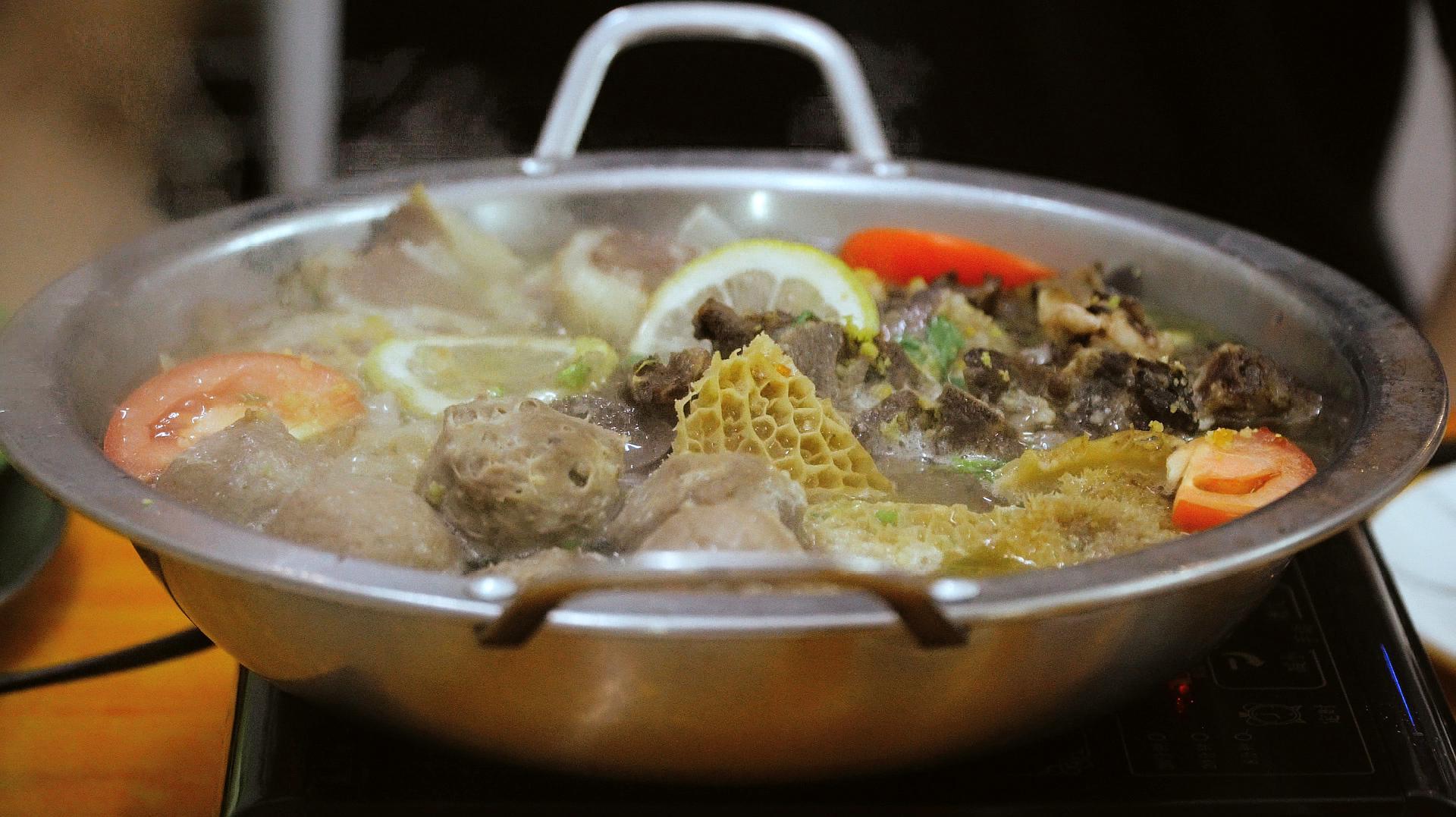 肉食主义者的天堂!这里的牛杂火锅里满满的都是肉