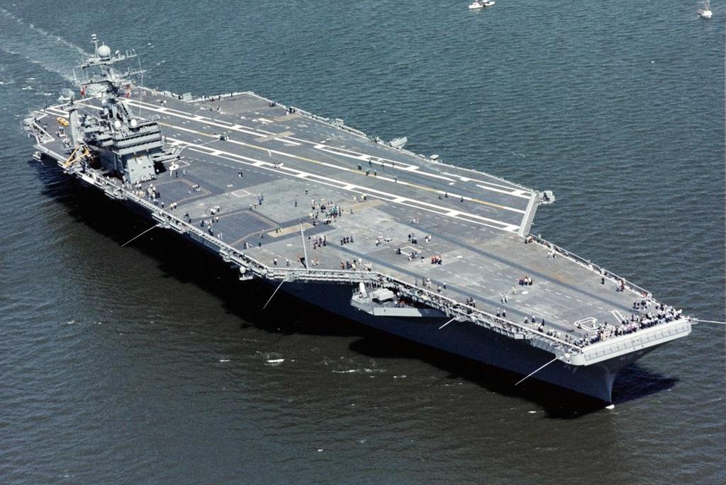 服役21年就要退役!10万吨航母真倒霉,全球头号海军果然财大气粗