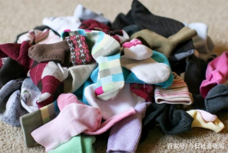 事实证明洗衣机真的会饿!女子拆洗衣机,发现丢失多年的袜子!
