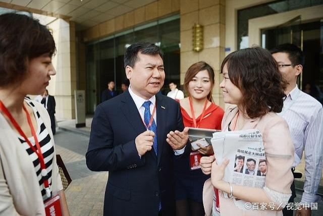 3个中国首富背后的老板,许家印陪他喝酒打牌,马云陪他看球聊天