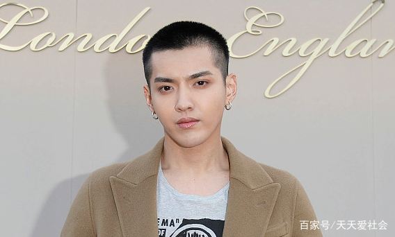 娱乐男明星人榜名单_一组娱乐圈中男明星的照片,吴亦凡,你喜欢吗?