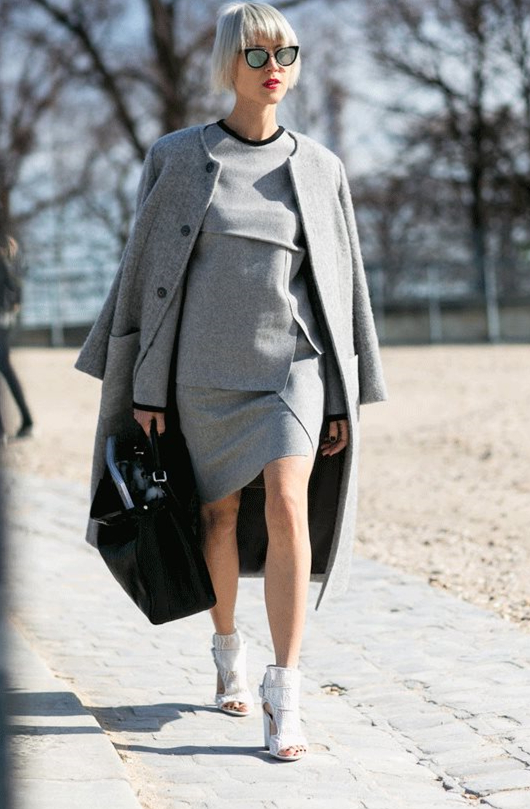 还对黑色念念不忘?这6款灰色大衣高阶搭配,美出新高度