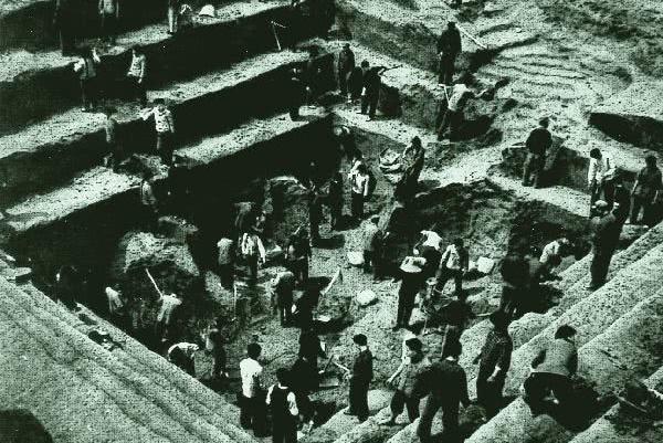 """盗墓者挖出失传奇书,考古队人人嫌其""""污秽"""",随后无偿赠与日本"""