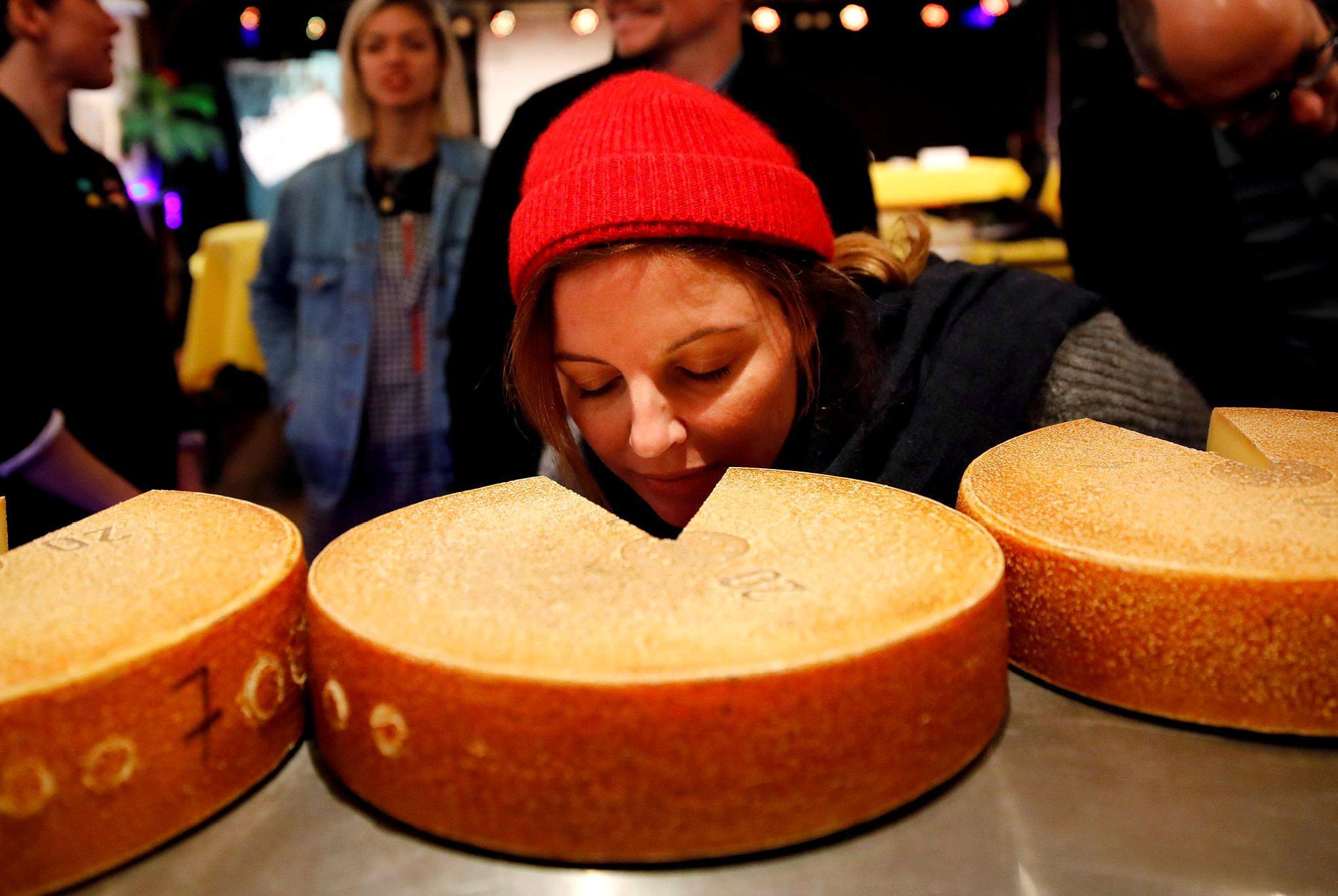 音乐还能影响奶酪的味道?瑞士科学家发现,嘻哈音乐让奶酪更美味