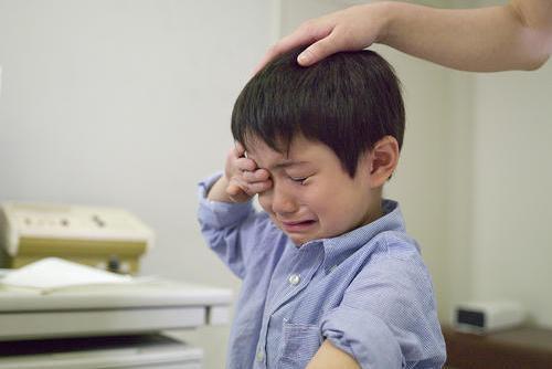 """杭州童模妈妈""""身体力行""""诠释:父母皆祸害,娃不听话就该打?"""
