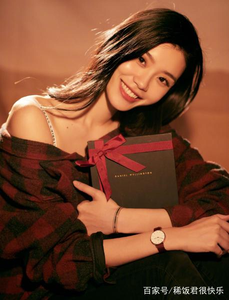 毕业于东华大学07级服装设计与表演专业,中国内地女模特.