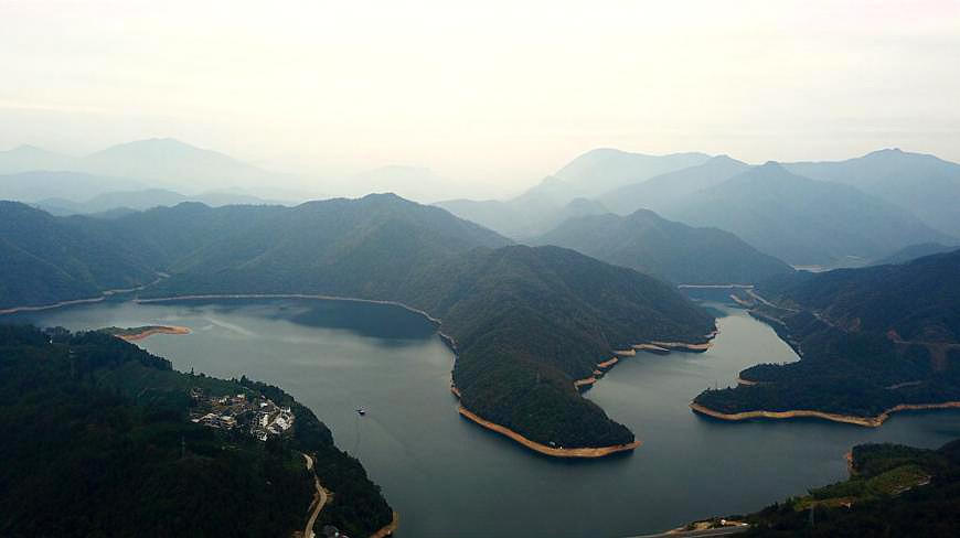 堪称安徽最美的湖泊,被誉为中国十大美湖之一,人少景美,值得去