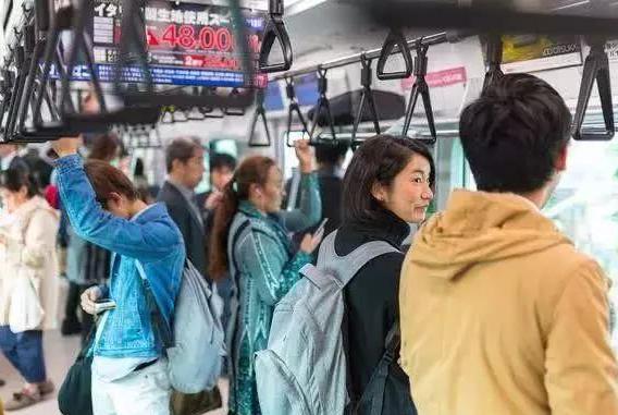 """为什么日本人如此讨厌背""""双肩包""""的游客?"""