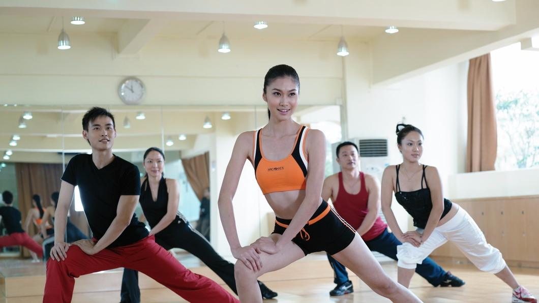 减肥舞瘦身操瘦脸打针减肥,跳现代舞蹈有氧运动减肥了舞蹈皮包骨瘦身