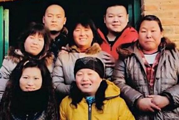 都知道岳云鹏给5个姐姐买房,但很多人不知道姐姐为他付出了多少