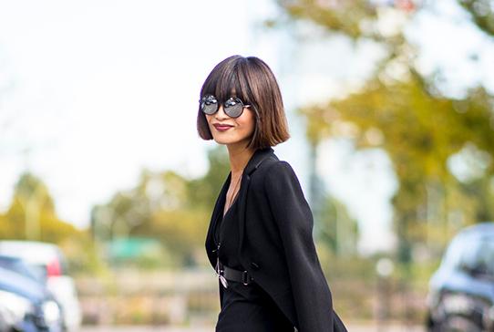 黑色不容易穿出女神范儿?佘诗曼优雅又显瘦,林志玲女人味十足