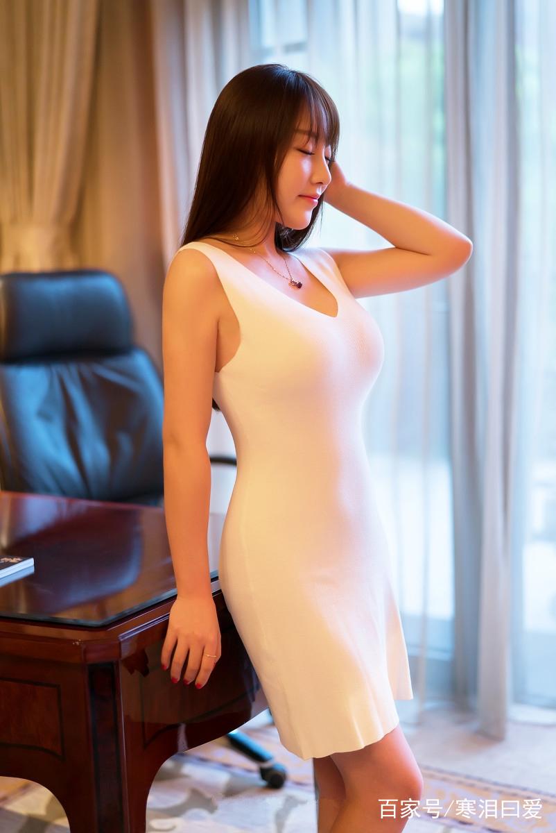 豪宅里的好身材丰满美女少妇