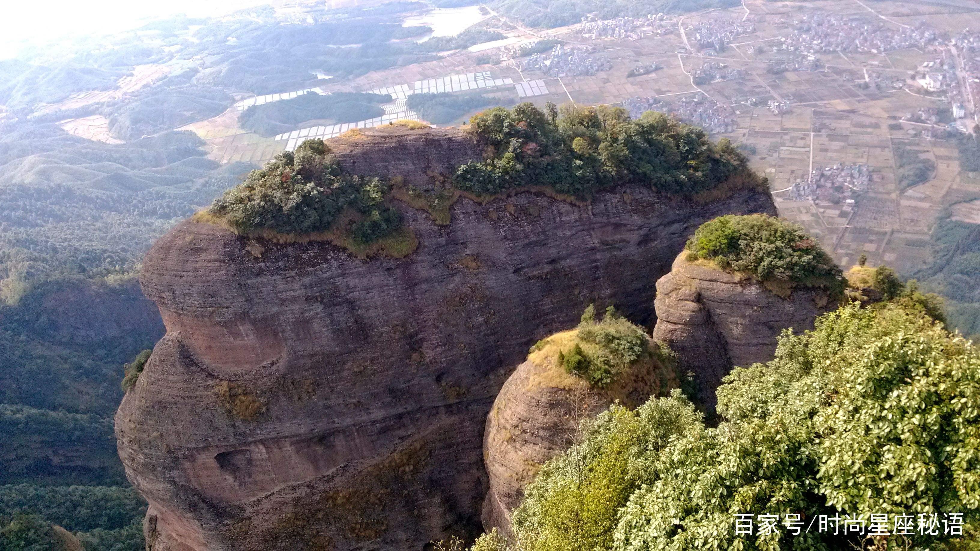 江郎山的风景就像大自然的神奇歌手,唱着清脆悦耳的歌,会让我们的心静