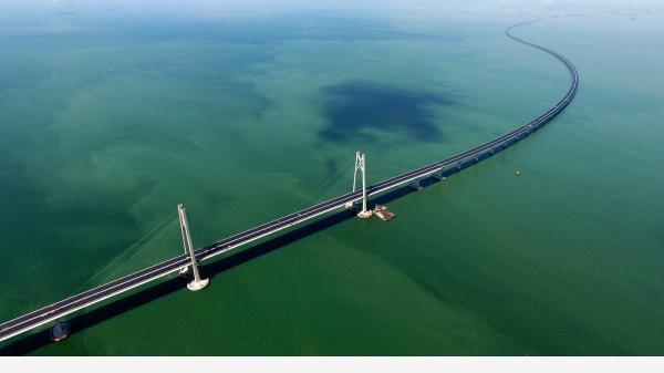 港珠澳大桥24日9时正式营运通车 开车从珠海至香港分几步?