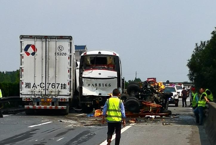 高速3死1伤,宁波救护车被传见死不救,真相反转