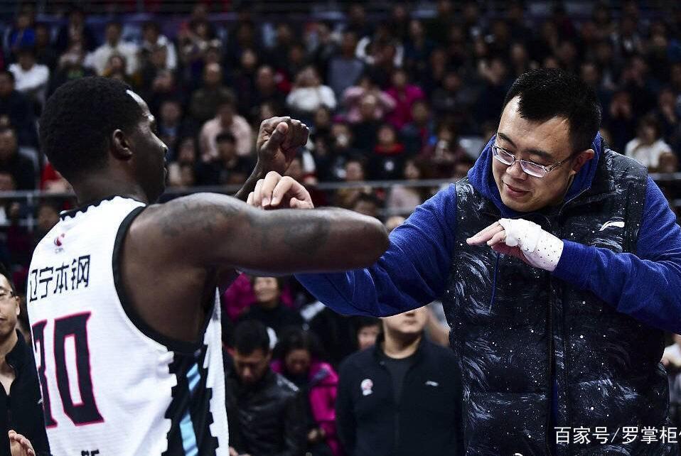 """辽宁男篮0比2局面韩德君无疑""""躺枪"""",但哈德森低迷更应引起重视"""