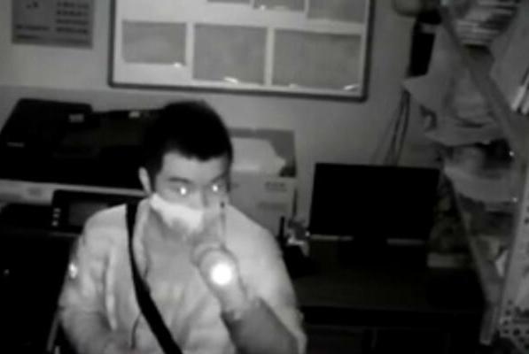 案件揭秘:怀柔男子在丰台连偷两家门店,仅凭监控民警如何抓贼?