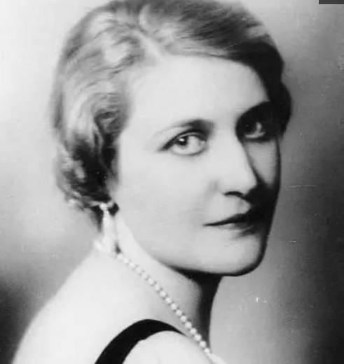 爱娃·布劳恩_老照片:希特勒一生唯一的情妇爱娃·布劳恩,结婚两天