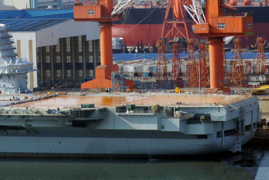 别再关注002号了,这款5万吨巨舰仅次于航母,或将亮相海军节
