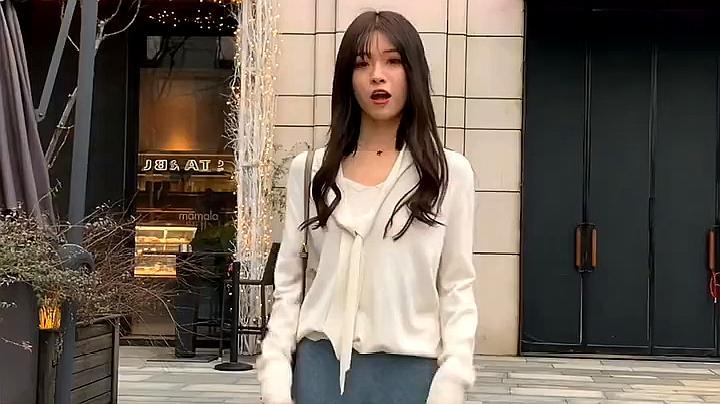女友新年购置新衣搭配合集:白上衣加蓝色阔腿裤,青春的气息