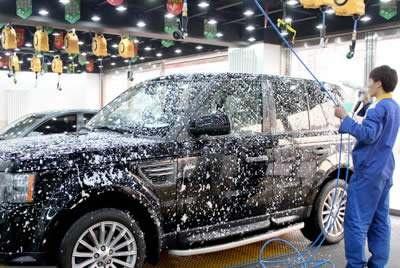 洗车还能把车洗坏?到底多久洗一次最好?维修工:不能勤更不能懒