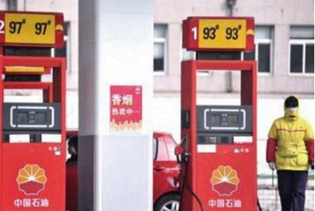 92号和95号汽油的差距有多大?加油工说出实话,车主:终于懂了