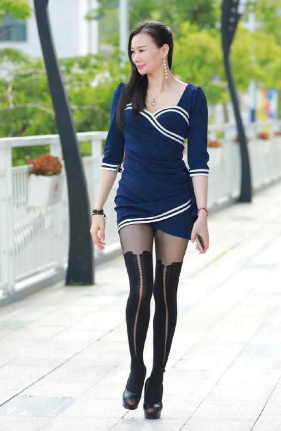 熟女人妻小说小说_街拍:丰满熟女人妻,一件包臀裙配黑丝,80后的颜值,90后的身材