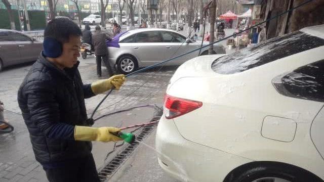 郑州有家爱心洗车行,女老板接纳十几个残障人士当员工!