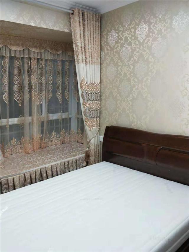 「领绣」这款欧式高精密提花墙布的效果奢华有味道!