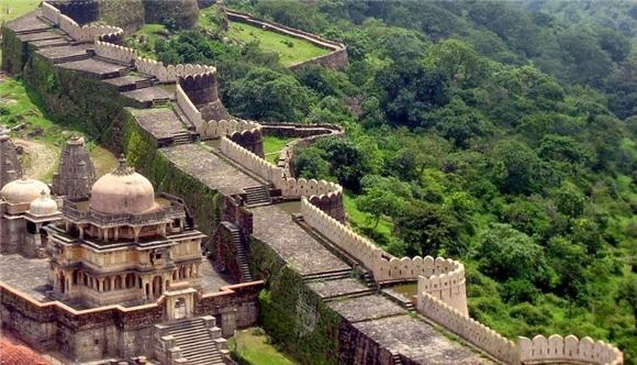 """镜头下:印度人自己的""""长城"""",网友:是长城还是围墙?"""