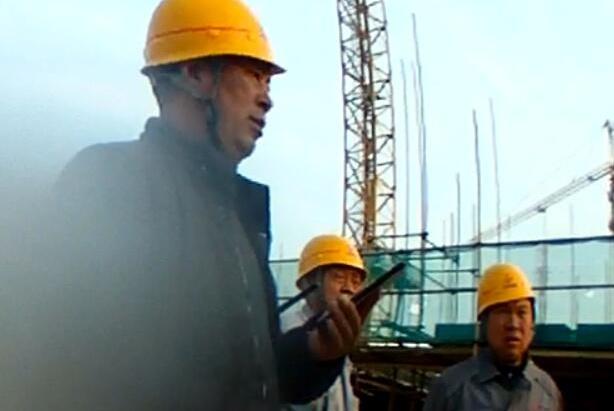 惊险!北京丰台工人施工坠楼被钢筋穿腹而过,及时送医侥幸生还!